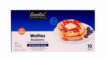 강 폭포, 위스콘신 -3 월 17 일, 2014 : Essential Everyday Blueberry Waffles. Essential Everyday는 미네소타 주 Edan Prairie의 SuperValu Inc.의 제품입니다. 에디토리얼