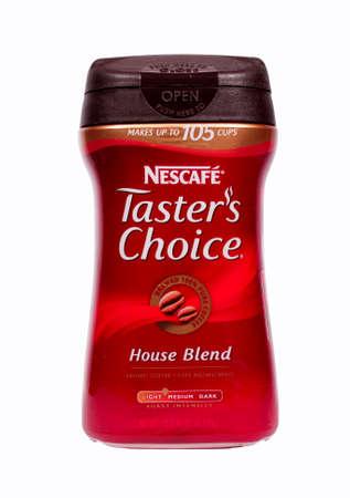 River Falls, Wisconsin 19. März 2014: Ein Glas Nescafe Tasters Wahl Instant-Kaffee. Nescafe ist eine Marke der Kaffee durch Nestle SA aus der Schweiz. Standard-Bild - 26841708