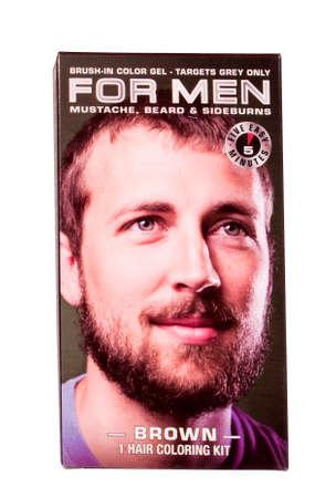 River Falls, Wisconsin-11 juni 2014: Een doos van For Men haarkleur gel. Dit product wordt gebruikt ter dekking van grijs in baarden en snorren. Redactioneel