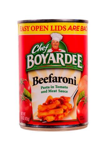 RIVER FALLS,WISCONSIN-AUGUST 16,2014: A can of Chef Boyardee Beefaroni. Chef Boyardee products are sold internationally by ConAgra Foods. Redakční
