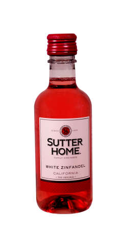 white zinfandel: RIVER FALLS,WISCONSIN-SEPTEMBER 02,2014: A bottle of Sutter Home White Zinfandel Wine. Sutter Home Winery is one of the largest family-run wineries in the United States. Editorial