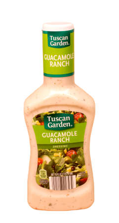 RIVER FALLS,WISCONSIN-MAY16,2015: A bottle of Tuscan Garden brand Guacamole Ranch dressing. Tuscan Garden products are sold by Aldi Incprporated. Banco de Imagens - 40667162