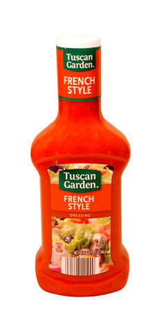 RIVER FALLS,WISCONSIN-MAY18,2015: A bottle of Tuscan Garden brand French dressing. Tuscan Garden products are sold by Aldi Incprporated. Banco de Imagens - 40667173