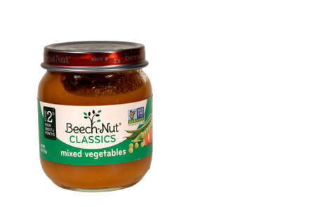 RIVER FALLS,WISCONSIN-MAY26,2015: A jar of Beech-Nut mixed vegetables baby food. This product is distributed by Beech-Nut Nutrition Corporation. Redakční
