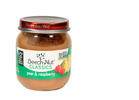 RIVER FALLS,WISCONSIN-JUNE 05,2015: A jar of Beech-Nut Pear and Raspberry baby food. This product is distributed by Beech-Nut Nutrition Corporation. Redakční