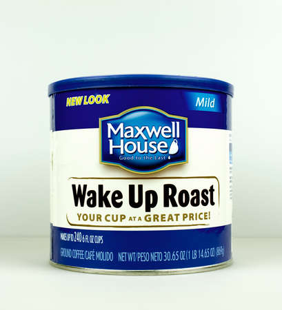 maxwell: RIVER FALLS,WISCONSIN-AUGUST 31,2015: A can of Maxwell House Wake Up Roast coffee. Maxwell House is manufactured by Kraft Foods.