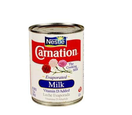 RIVER FALLS, WISCONSIN-Dezember 04,2015: Eine Dose Carnation Marke Kondensmilch. Carnation ist ein Produkt von Nestle. Standard-Bild - 49013019