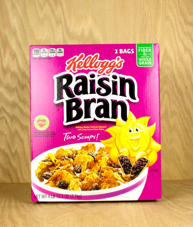 RIVER FALLS,WISCONSIN-NOVEMBER 06,2017: A box of Kelloggs brand raisin bran cereal with a wood background. Editöryel