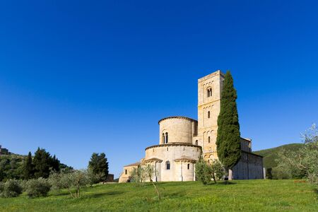 sant'antimo: SantAntimo Abbey near Montalcino in Tuscany