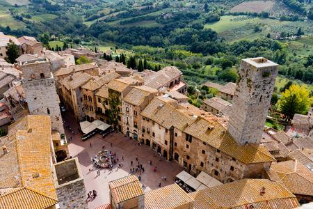 San Gimignano is een kleine ommuurde middeleeuwse heuvel stad in de provincie van Siena, Toscane, Italië Redactioneel