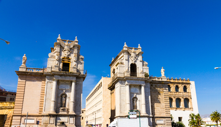 felice: Porta Felice is a monumental city gate located in the zone of the Foro Italico of Palermo, Italy