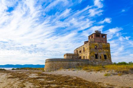 The old coastal salt tower at sunset near Piombino in Tuscany, Italy Stockfoto