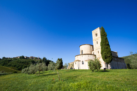Sant'Antimo Abbey near Montalcino in Tuscany 免版税图像