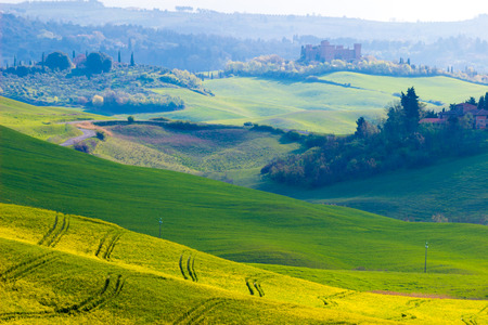 Siena area, Italy. Beautiful view of the country hills in a spring early morning Stockfoto