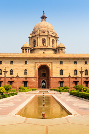 Ministries near Rashtrapati Bhavan, the official home of the President of India, in New Delhi, India. Redactioneel