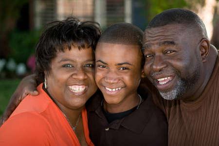 아프리카 계 미국인 조부모와 그들의 손자. 스톡 콘텐츠