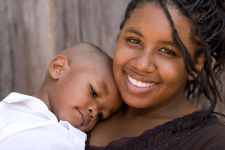 African American teenage mother and her son. Standard-Bild