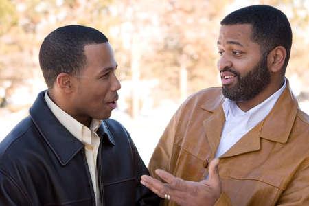아프리카 계 미국인 아버지와 그의 십대 아들. 스톡 콘텐츠