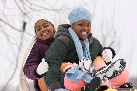 흑인 자매와 웃음을 짓는 가장 친한 친구. 스톡 콘텐츠