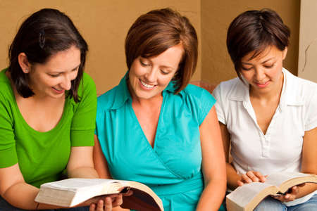 Womens small group Bible Study. Multicultural small group. Imagens