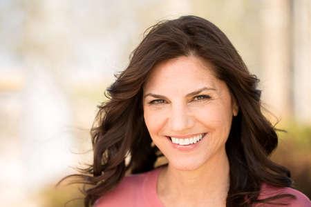 Beautiful mature woman smiling. 免版税图像 - 91738776