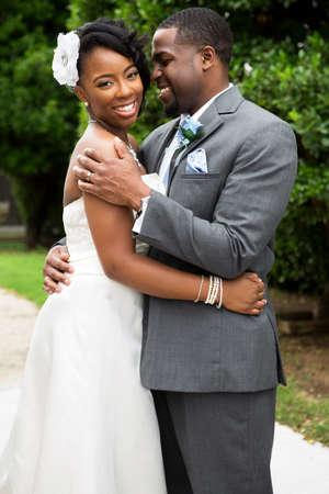 Afro-Amerikaanse bruid en bruidegom.