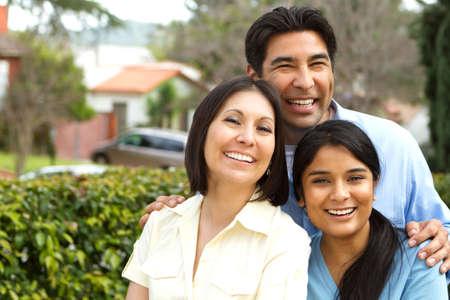 Hispanische Familie mit einer jugendlich Tochter.