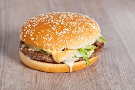 Leckere k�stliche amerikanische Hamburger-und K�se-Sandwich
