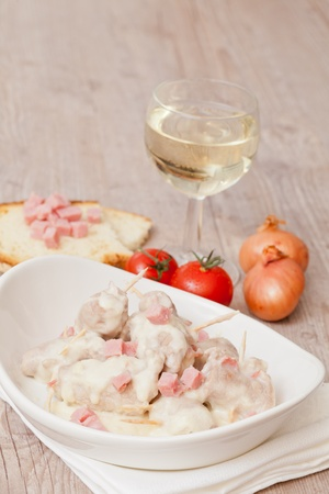 jambon: Delicious meat rolls and ham cooked in white wine