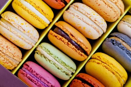 Colorful delicious macarons, typical french pastries Standard-Bild