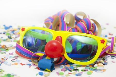 Bunte lustige Karneval Hintergrund mit Streifen und Maske Lizenzfreie Bilder