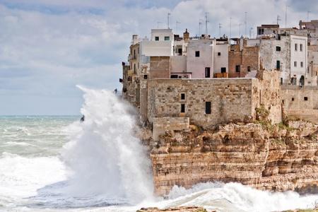 wonderfull: Mar tormenta en el pueblo maravilloso de Polignano en el sur de Italia