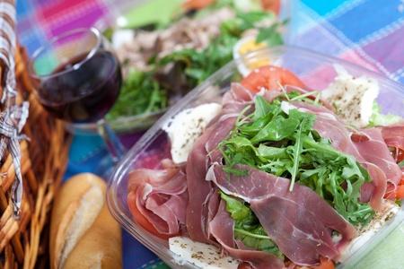 parma ham: Delicious salad with Parma ham, arugula and mozzarella cheese
