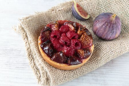 sweet and savoury: Delicious lettle pie with figs and raspberries