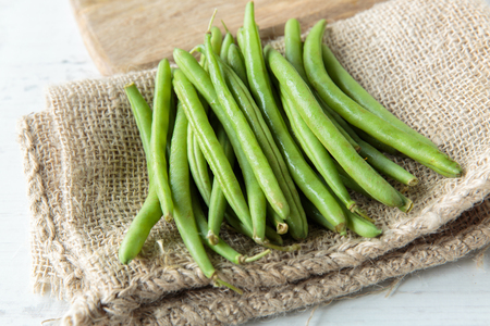 Fresh raw green beans on jute cloth Standard-Bild