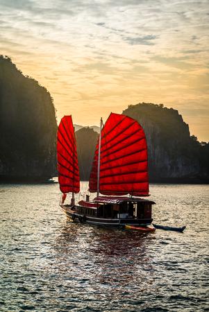 De prachtige Halong Bay, in Vietnam Stockfoto