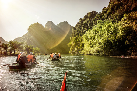 Famous limestone mountains in the province of Ninh Binh, Vietnam 版權商用圖片