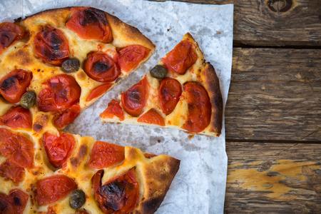 맛있는 이탈리아 가정 집에서 만든 토마토와 focaccia 빵 스톡 콘텐츠