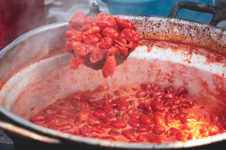 The traditional preparation of the tomato sauce in the south of italy, Puglia Stockfoto