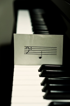 Piano with a simple note photo