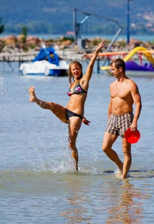 浜の若いカップル 写真素材 - 16010660