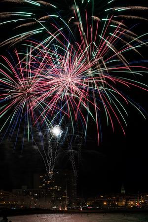 light up: Fuochi d'artificio illuminano il cielo Archivio Fotografico