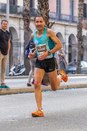 """carrera de relevos: Marcos Sanza corredor de 10.000 metros, en """"corredores del Campeonato de bombero"""" eventos Operando 30 de octubre de 2016, Barcelona, ??España Editorial"""