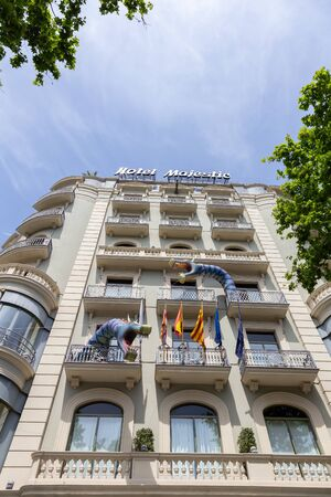 The Day of the Rose o The Day of the Book in Catalonia of Spain. Men gave women roses, and women gave men a book to celebrate the occasion. Facade Hotel Majestic. 23. 04. 2017 Spain 報道画像