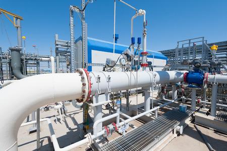 fuelling station: Estación de bombeo de petróleo