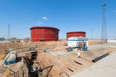 pumping: Oil pumping station construction