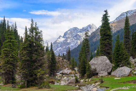 kyrgyzstan: Garganta de la monta�a en Kirguist�n, regi�n de Issyk-Kul