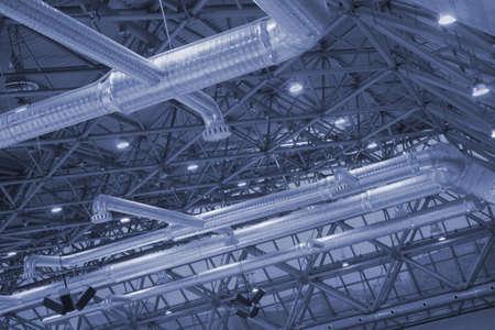 Obergrenze von Industrielle Gebäude mit Lüftung und Metall-Balken