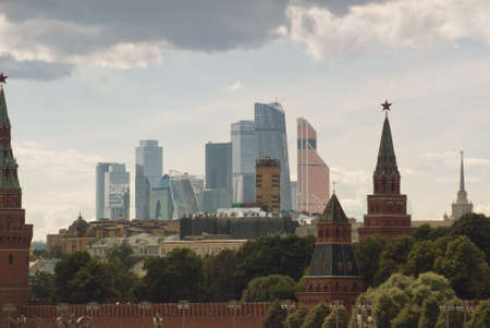 View from the bridge to the Kremlin buildings and the business center of the capital of Moscow. Zdjęcie Seryjne