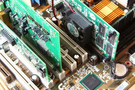 repairing: Hardware de computadora. Placa base con tarjeta de v�deo, tarjeta de sonido Foto de archivo